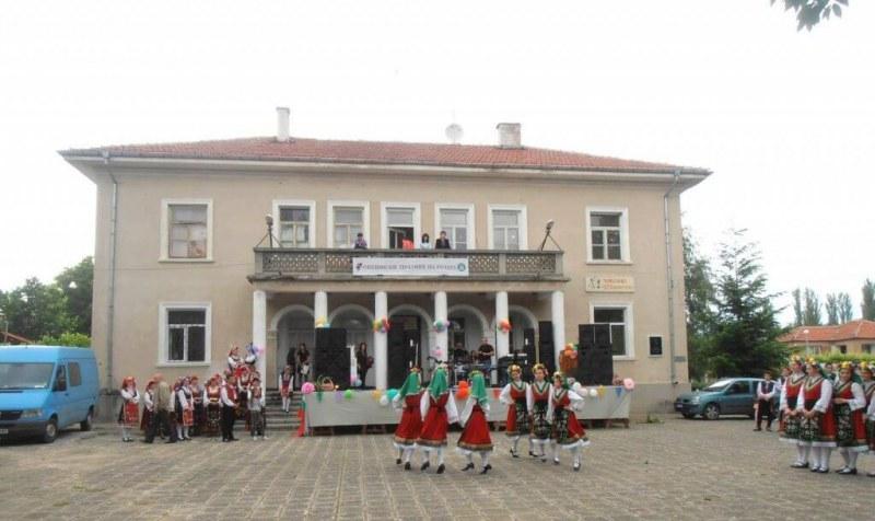 Празници на розата и на децата готвят в Брезово, голяма торта очаква малчуганите