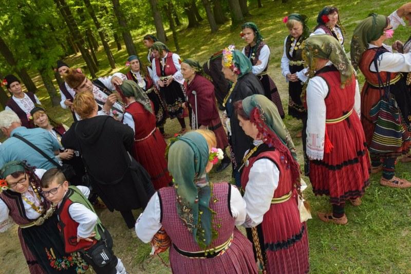 """Фолклорът се събира """"На мегдана за колана"""" в село Марково"""