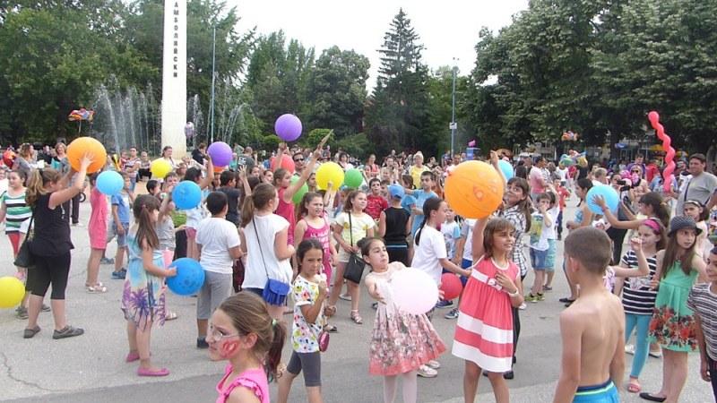 Любима певица, дискотека и безплатен сладолед на детския празник в Куклен