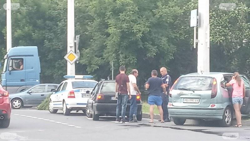 Две коли катастрофираха на кръговото на Панаира