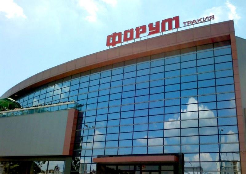 Данъчните погнаха серия от магазини в търговски център в Тракия