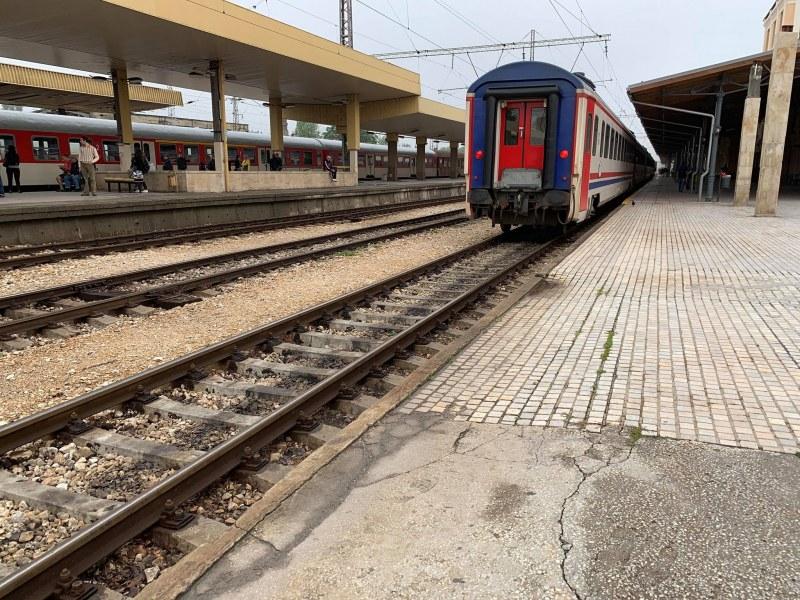 Влакът Варна - София се е ударил през нощта край гара Стряма, влаковете Пловдив-Асеновград закъсняват