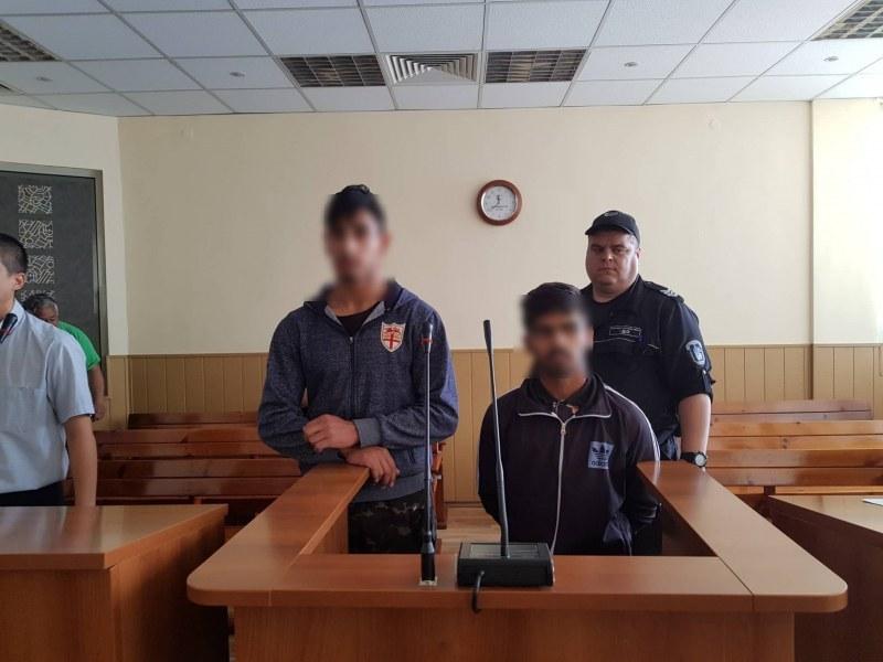 Непълнолетните Исмаил и Митко, убили брутално мъж в Асеновград, остават зад решетките