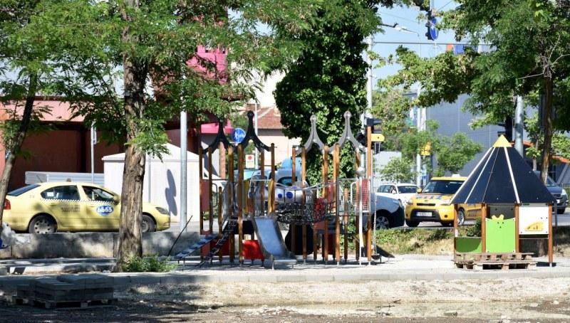 Къщичка на два етажа, люлки и въжен тролей ще има на новата детска площадка в Тракия