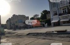 """Години наред парцел на площад """"Централен""""  пустее и грози центъра на Пловдив"""