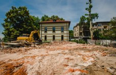 """Реставрация по пловдивски! Така инвеститор """"опази"""" паметник на културата в центъра на града"""