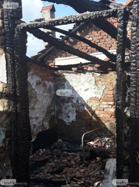Пожар изпепели три незаконни ромски къщи във Войводиново СНИМКИ