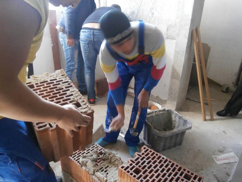 Безработни се обучават за строители в Асеновград