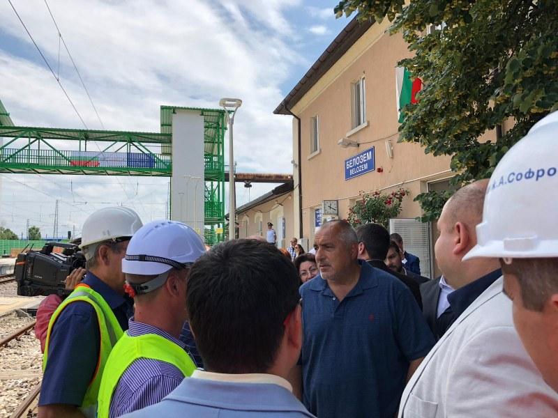 Бойко Борисов инспектира строителните дейности в района на гара Белозем