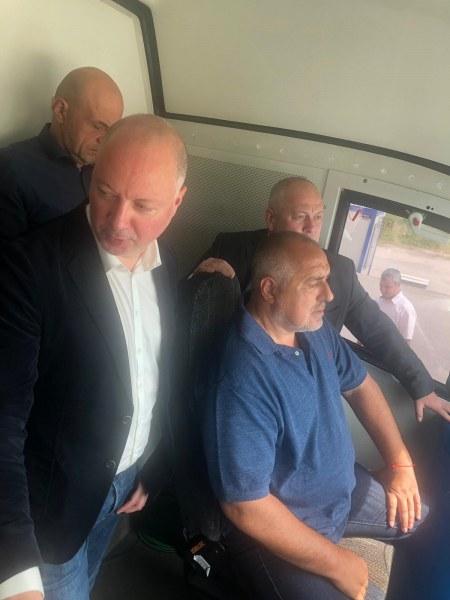 "Бойко Борисов ""подкара"" влака за гара Тодор Каблешков"
