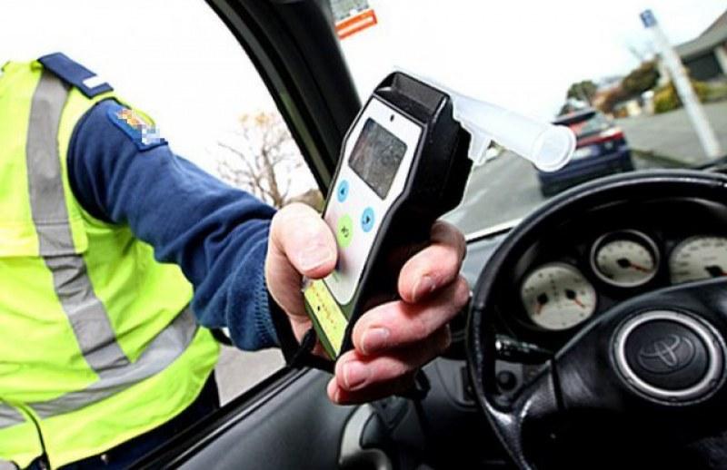 Възрастен мъж от Брестовица кара кола с над 2 промила, закопчаха и дрогиран шофьор от Крумово