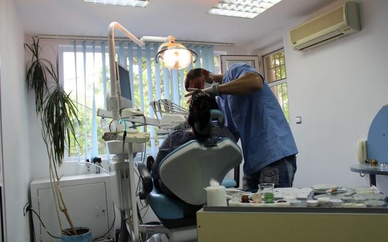 Нови правила в зъболечението! Хиляди българи ще бъдат лишени от тази услуга