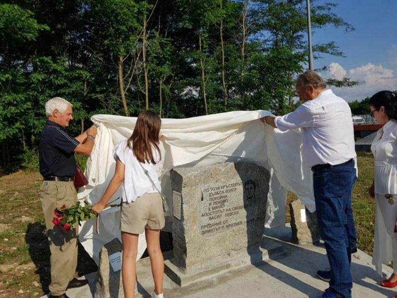 Откриха паметна плоча на Апостола до Поройненското ханче СНИМКИ