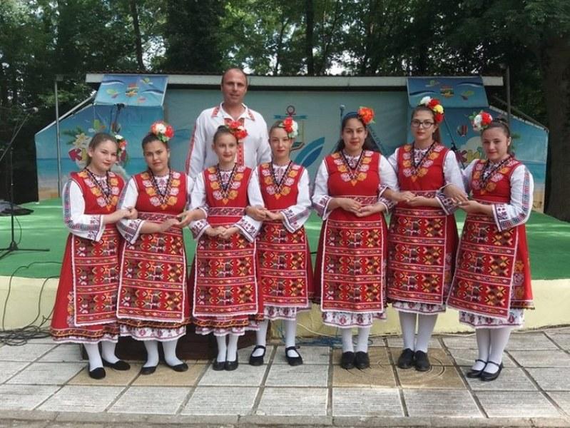 Деца от Първомай обраха наградите на фолклорен фестивал и спечелиха участие в Москва