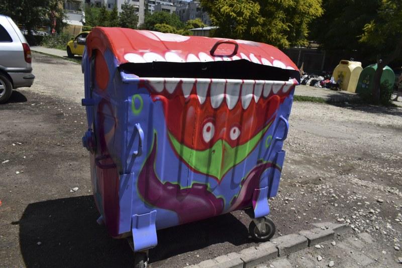 Изрисувани контейнери за боклук в Кючука забавляват и приканват към чистота