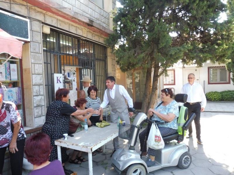 Оформят летен кът за срещи за радост на пенсионерите в Ново село