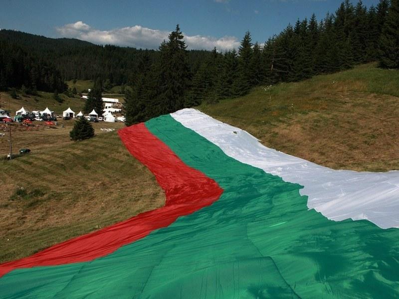 Гигантски национален трибагреник за събора на Рожен изработват в Първомай, използват 45 км плат