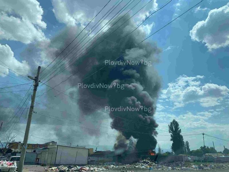 Роми подпалиха сметището зад пазара в Столипиново