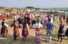 """Над 6 хиляди родолюбиви българи се събраха край Хисар на събора """"Хайдут Генчо"""""""