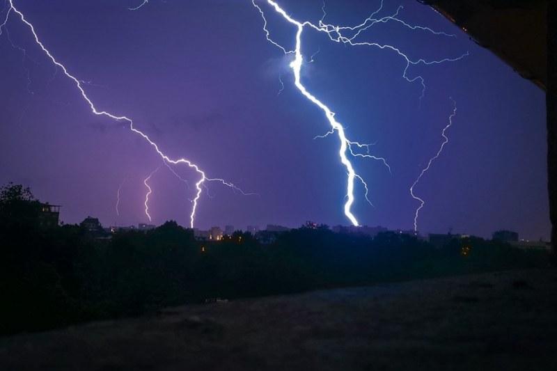 Пловдив, София... В окото на бурята: Как се ловят светкавици в обектива?
