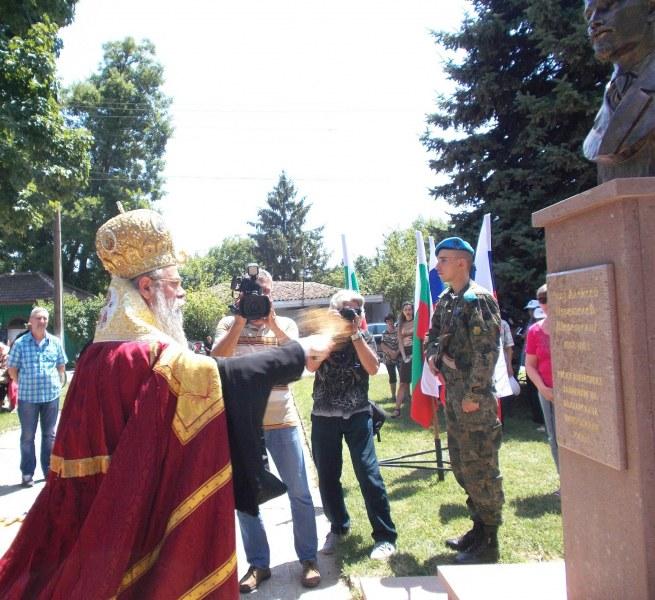 Пловдивският митрополит Николай освети новия паметник на княз Алексей Церетелев край Съединение