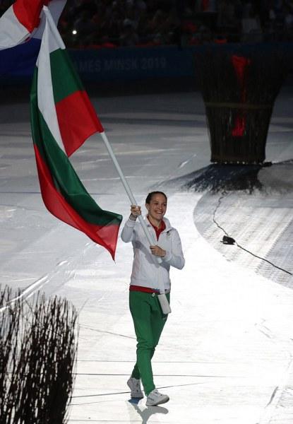 Боксьорката Станимира от Асеновград помага на млада болна майка, пуска на търг екипа си от Минск