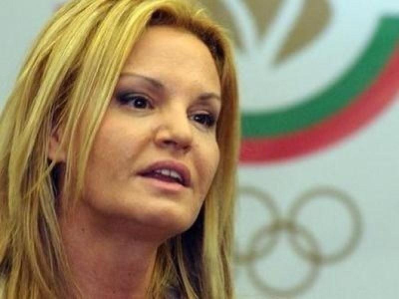 Фалшива новина изпрати Стефка Костадинова в болница, близките й в паника