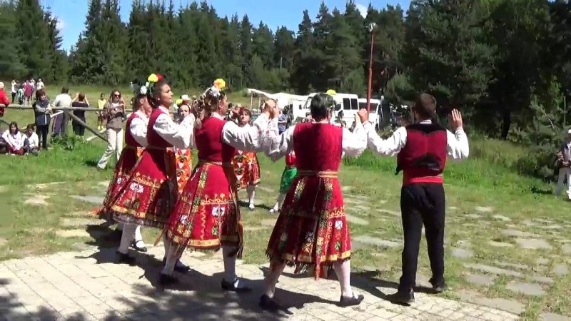 """Красотата на Родопите и магията на фолклора пълнят сърцата на събора """"Връховръх"""""""