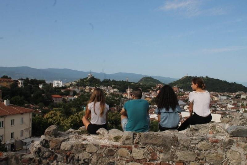 Да се завърнеш към корените си: Младежи разказват истории от забравените български селца