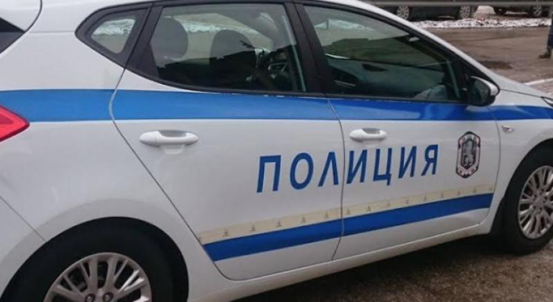 Крадци задигнаха пари и телефони от Кючука, други разбиха и обраха две коли