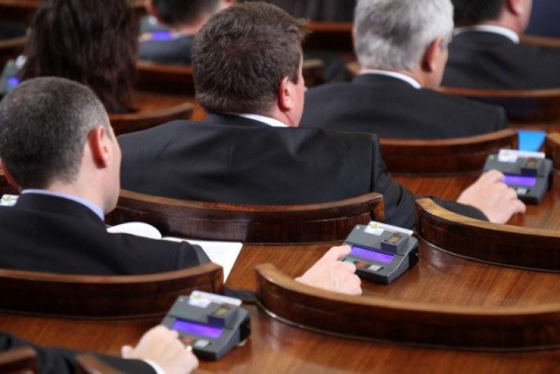 Няма да гласуваме машинно на кметските избори, решиха депутатите на първо четене