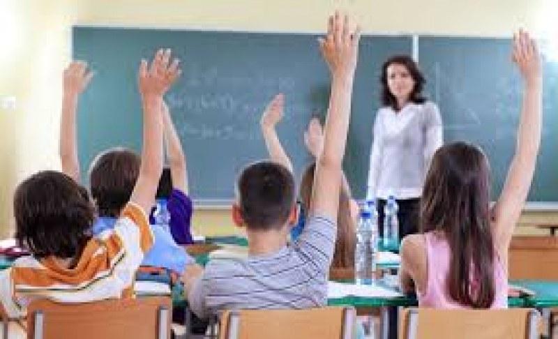 Общински служител, учители и много работници се търсят в Първомай и Садово