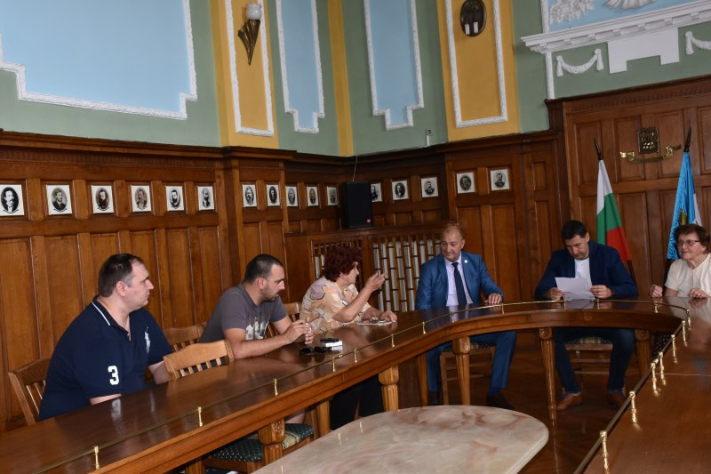Пловдивчани се срещнаха с кмета и го помолиха за помощ, след като буря отнесе покрива им