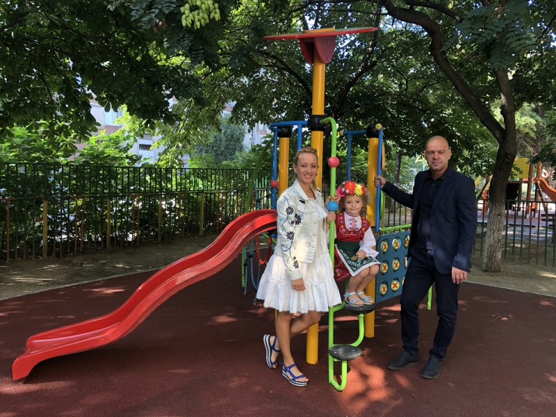 """Нови фитнес, футболно игрище и площадки за малчуганите от детска градина в """"Тракия"""""""