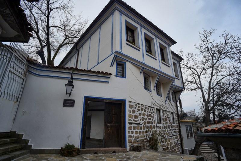 Покривът на къща - паметник на културата горя в Стария Пловдив