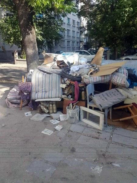 Глобите започнаха! Пловдивчанин отнесе акт за изхвърляне на стара покъщнина в общите контейнери