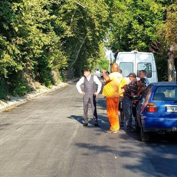 Две улици в Стамболийски са готови, асфалтът още пари
