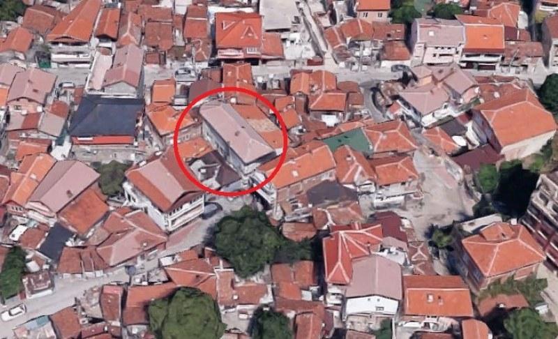 Багери сриват триетажна къща в Аджисана, ако ВАС не ги спре