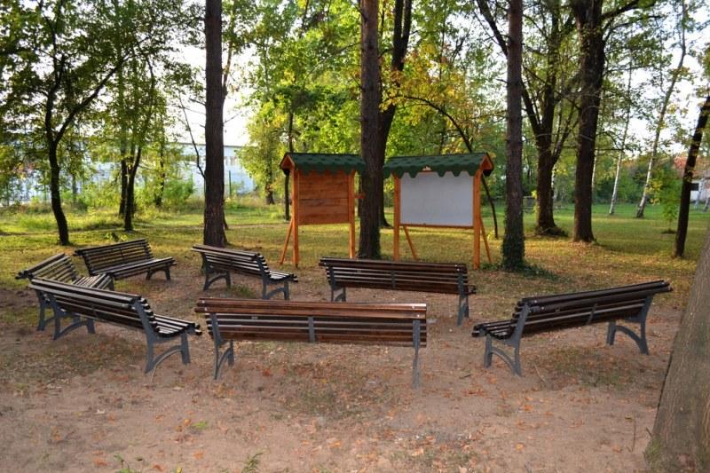 Деца от Цалапица очакват с радост училището, имат си класна стая сред природата