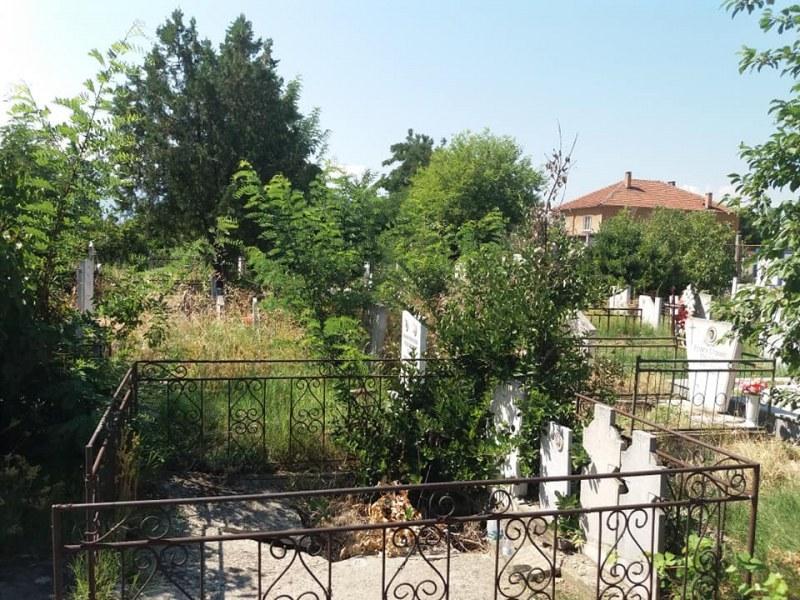 Гробището на Стамболийски влиза в единен регистър, планира се и редовното му почистване