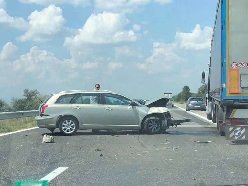 """Катастрофа преди минути блокира магистрала """"Тракия"""""""