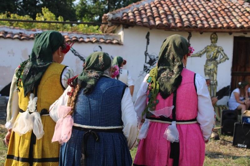 Селото на слънцето край Хисаря с ценно признание за добра практика - фестивала на уличното изкуство