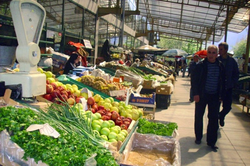 НАП удари общинския пазар в Стамболийски, търговец отнесе 3000 лева глоба