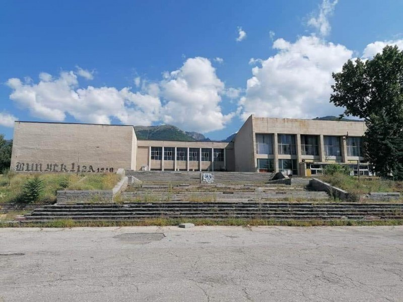 Кметът на Сопот говори обективно и емоционално за съдбата на спортната зала