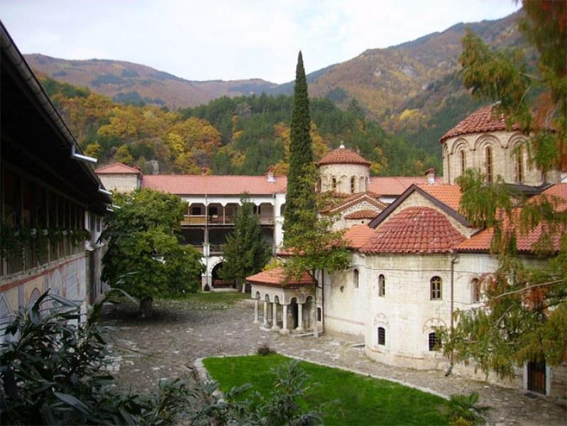 Бачковският манастир се подготвя за празника на Богородица, ето програмата