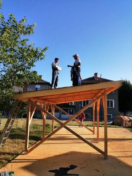 Беседка, барбекю, шадраван и къщичка ще радват очите в обновен парк в Стамболийски