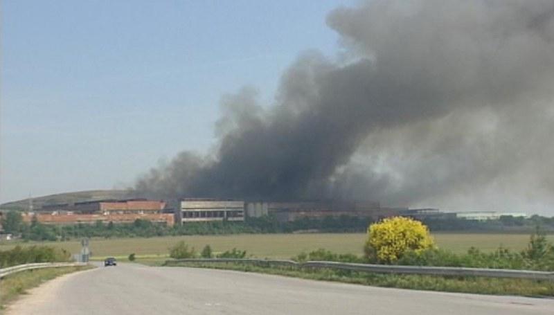 Пожар избухна в депото за отпадъци край Раковски