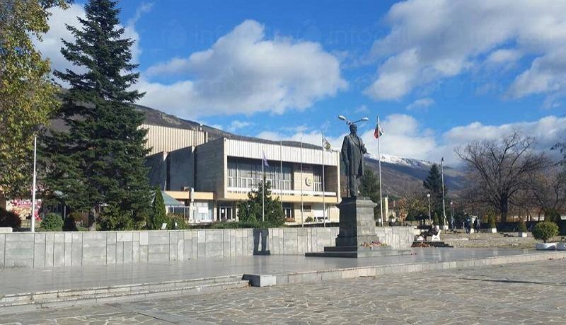 ВМЗ съдейства с готовност за ремонта на читалището в Сопот