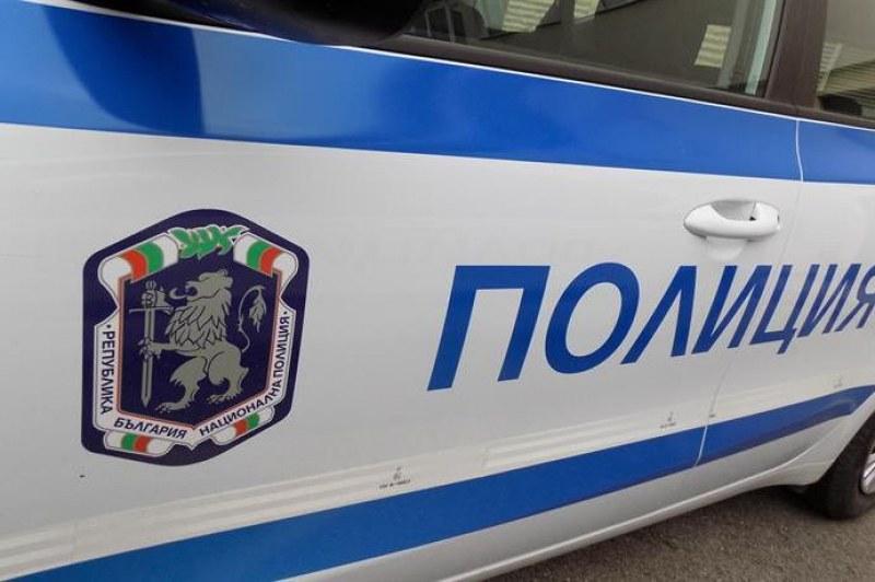 17-годишен без книжка преобърна кола край Карлово, млад мъж е в болница