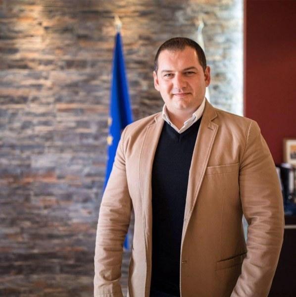Кметът на Раковски сезира Бойко Борисов заради пожара в Шишманци, събира подписка